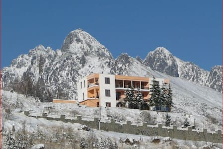 Hostel Penzion Partizan-the heart of High Tatras - Bed & Breakfast