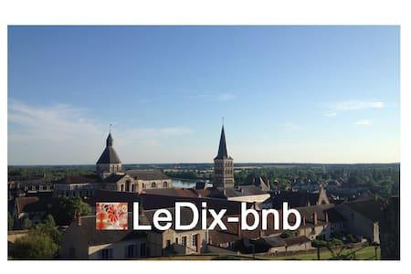 2 belles chambres / LeDix-bnb - Bed & Breakfast