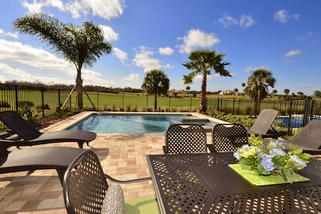 Exquisite 5BR Golf Front Pool House - Dom
