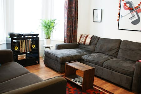 Double Room in Turnpike Lane - House
