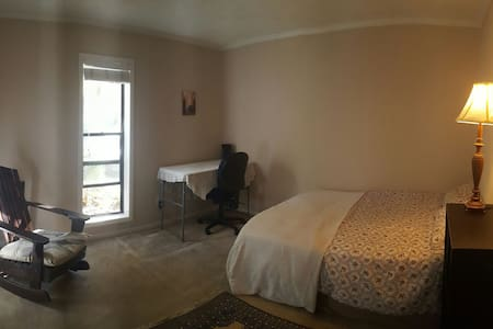 Cozy spare room great for couples & business! - Atlanta