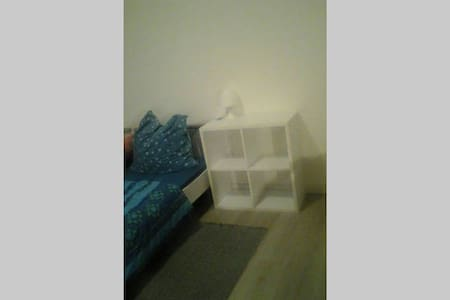 A BED in a Cosy private-room kleve..(Bed 2) - Kleve