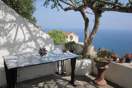 Il Piliero, a window over the sea - Raito