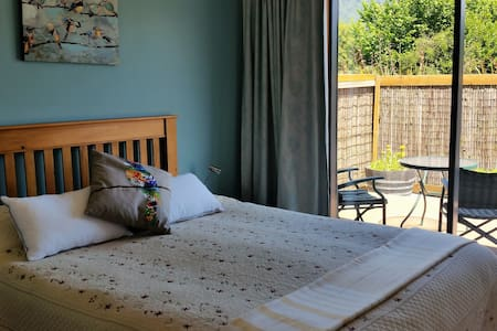 Ribbonwood Retreat - Bed & Breakfast