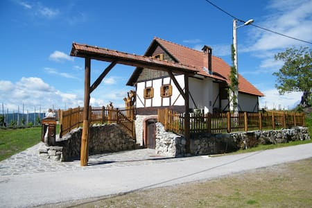 Art Cottage 'Domus Antiqua' - 2,5 centuries old - Gornja Voća - House