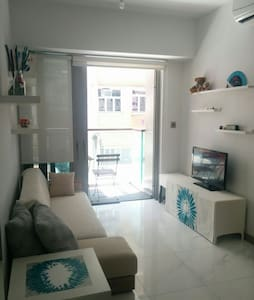NEW! Clean&Modern, close to Central - Apartment