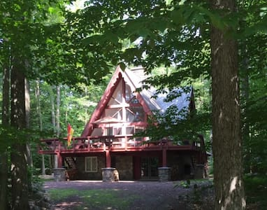Lake Naomi Family Chalet - Pocono Pines - Σπίτι