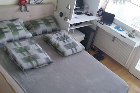 2-Zimmer Wohnung, Unterhaching, bei S-Bahn Station - Unterhaching - Apartment