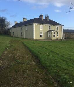 Farm 14 Miles from Shannon Airport - Cratloe