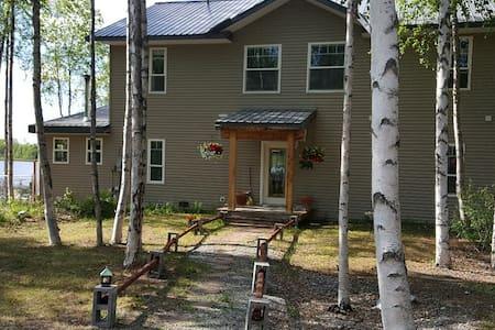 Alaska Experience Lakeside Lodge, Rustic Suite - Wasilla - Bed & Breakfast