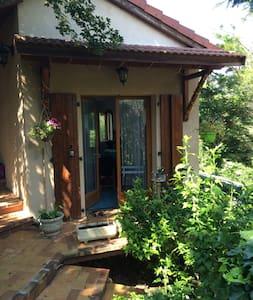 Chambre Privé dans maison de village - Huis