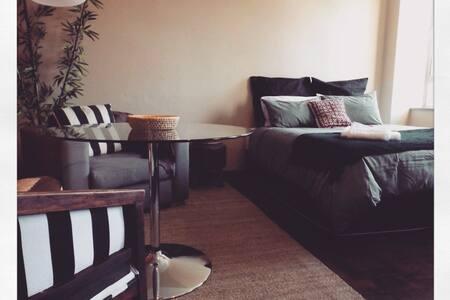 Cozy, Modern Living in Maboneng - Lägenhet
