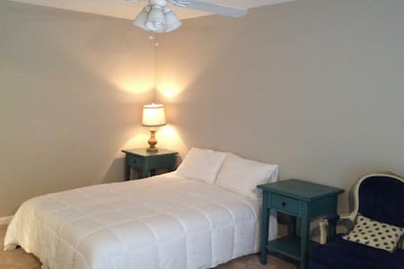 Cozy Master Bedroom Suite - Ooltewah - House