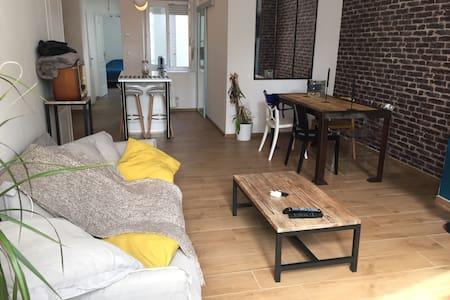 Bel Appart/cour bien situé - Appartement