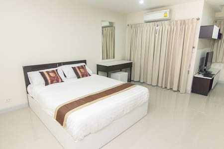 Room next to Cantral Changwattana not far Ko Kret! - Pak Kret - อพาร์ทเมนท์