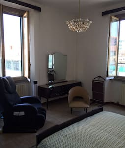 Private Room in front San Raffaele Hospital - Wohnung
