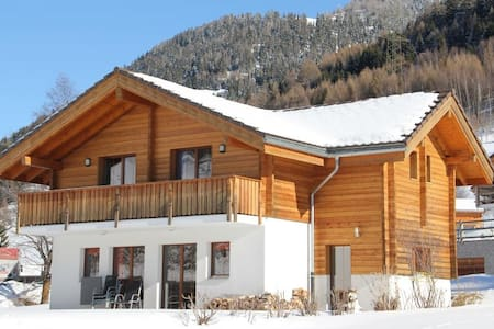 5 Star chalet – in historic Ernen - Rumah