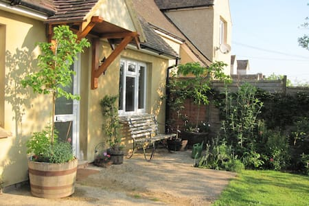 Cotswold family-style room nr Woodstock & Witney - Finstock - Bed & Breakfast