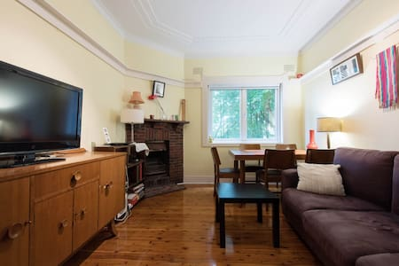 Double room in lovely Art Deco pad - North Bondi - Apartment