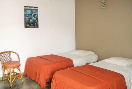 Habitación ideal para viajero - House