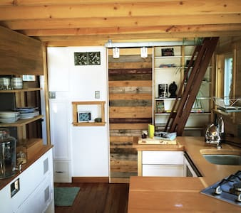 Cowichan Bay Tinyhouse - Guesthouse