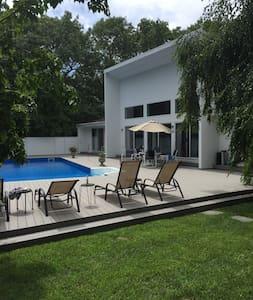 Beautiful modern Quogue house - House