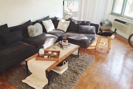 Oriental style apt w/private bath 10min-NYC - Apartamento