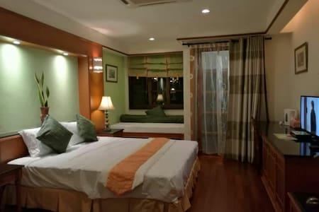 美丽的黄昏,抒情又动听的海浪声以及沉醉在浪漫温馨的海上度假屋 - Port Dickson
