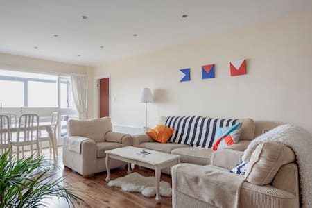 Spacious Seaside Penthouse - Dublin 5 - Apartment