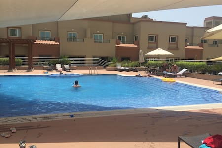Modern 1 bdrm apartment in Jumeriah with pool/gym. - Appartement