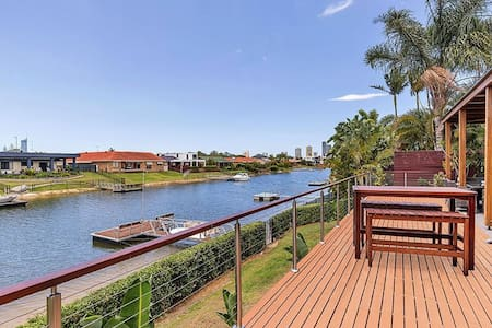Broadbeach Waters close to Beach, shops, Bond Uni - Broadbeach Waters - House