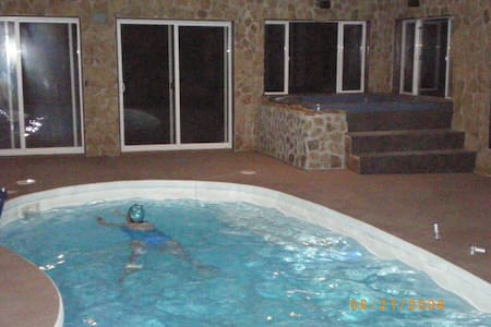 CO MTNS 2 BR GUEST STE-POOL & HTUB - Apartment