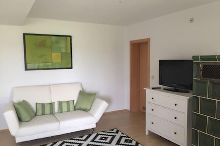 Schöne 1-Zimmer-Wohnung Vogtareuth - Lägenhet