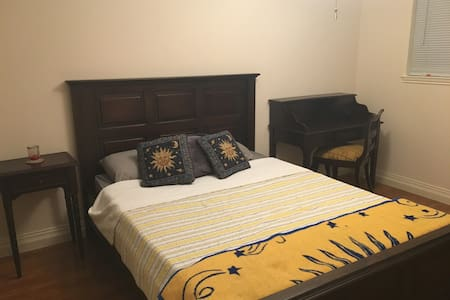 Close to IAH Guest rooms - Spring - House