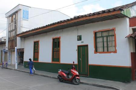 Alojamiento  colonial - House