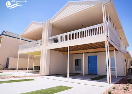 4 bed beachfront home  (Blue) - House