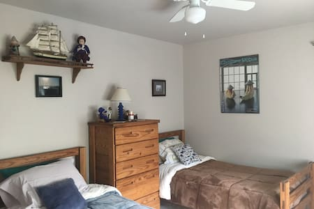 Comfy cozy private room2 for leisure & buz travel - Media - Bed & Breakfast