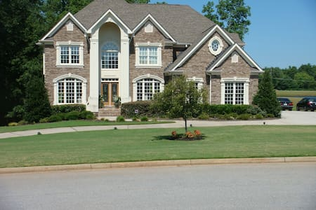 Large 2.5 acre Estate on the lake with 2 decks. - Covington - Ház