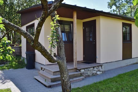 New cozy mini-house with quiet but large backyard - Kuressaare - Apartment