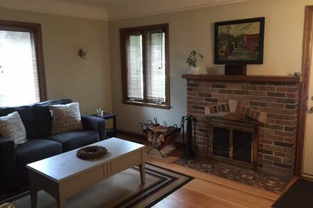 Charming, Cozy Minneapolis Bungalow Room! - Minneapolis - Ház