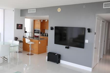 W Hotel PENTHOUSE WITH PRIVATE Bedroom & Bathroom - Miami - Condominium