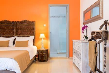 Chambre Mumbaï dans une maison d'hôtes - Dakar - Pension