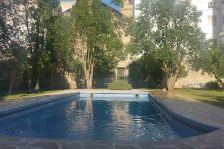 Castillo con piscina en el centro de Liria - Dom