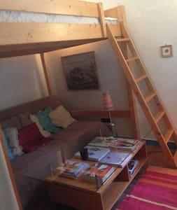 Chambre avec bon lit 2 pl, calme - Apartamento