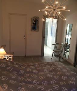 Chambre privée avec salle de bain - Hus