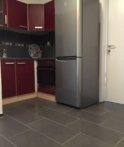 Ein Zimmer in einer WG - Apartment