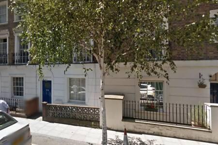 Double Bedroom Mornington Crescent