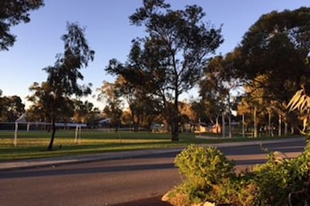 Mortlock BNB: Near Fremantle, park, s/contained - Wohnung
