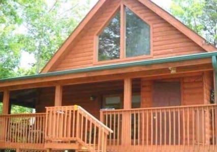 New to Market!  Gatlinburg Lake View Loft Getaway - Gatlinburg - Casa