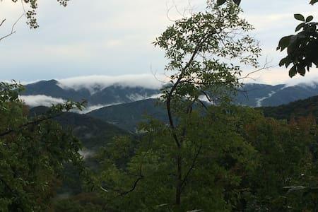 New cozy mountain loft w/beautiful mountain views - Dům pro hosty